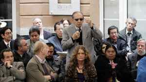 Mexican writer Eduardo Lizalde, centre, speaks during an event where members of a PEN International delegation declare their support for a free press and freedom of expression in Mexico.