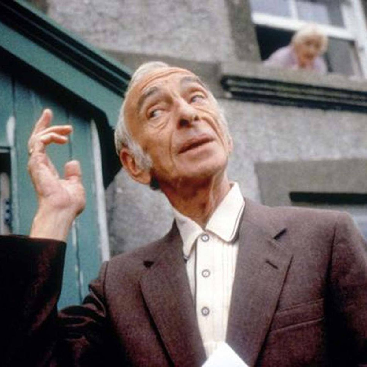MOVIE Waking Ned Devine Vision, midnight ET; 9 p.m. PT 'Tis a great day for the Irish in this rousing British comedy. The 1998 film stars the late, great Ian Bannen as the cunning Jackie O'Shea, who is tickled to discover that someone in the town of Tulaigh Morh has won the massive jackpot in the national Irish Lottery. In short order, he travels to the tiny town with his wife Annie (Fionnula Flanagan) and best mate Michael (David Kelly) in tow. When they discover that the winner Ned Devine has dropped dead from shock, the unholy trio set about an elaborate scam to claim his winnings.