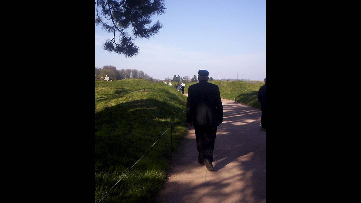ZOIEY COBB photo: A Veteran's walk through history - I took this photo of my Pop (Al Penney, St. John's, NL) when we took a tour of WWI battlefields in 2007. A veteran himself, he was touched with the opportunity to pay respect to fellow Newfoundlanders