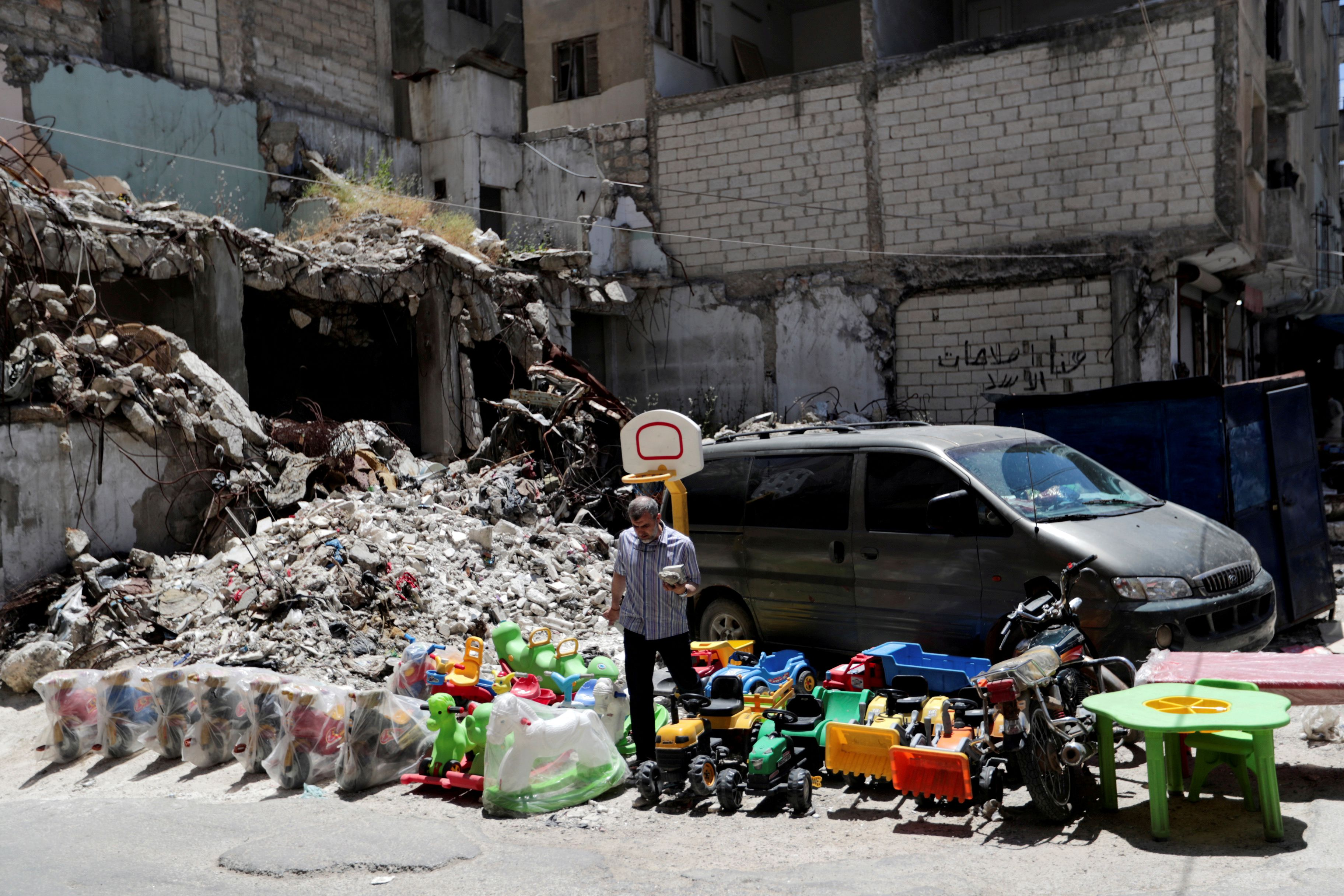 More than 500 civilians have been killed in siege of last Syrian rebel bastion, rights groups say
