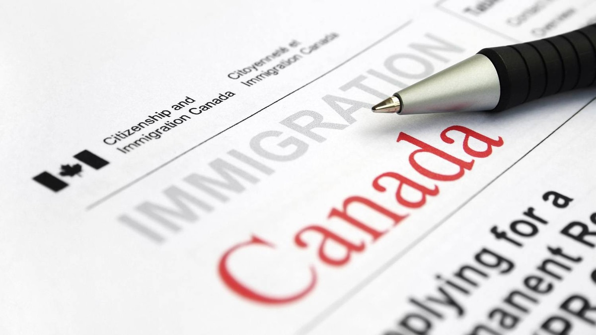 A visa Appication form from Citizenship and Immigration Canada.