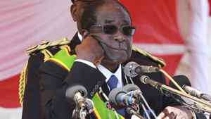 Zimbabwe's President Robert Mugabe addresses supporters at a Heroes Day rally in the capital Harare, August 8, 2011.