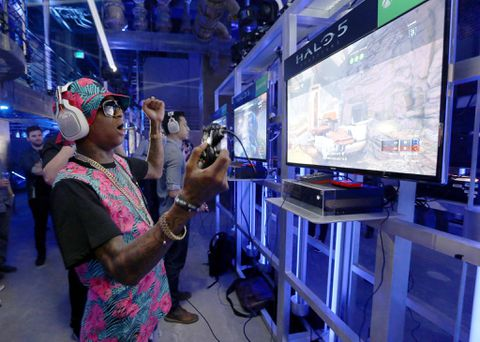 Microsoft aims to shake up console wars with cheaper Xbox