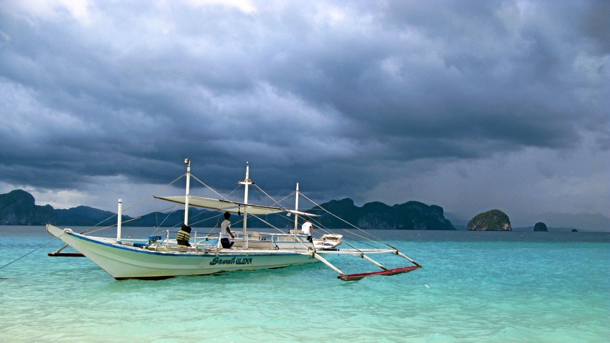 Guest are ferried to the El Nido Resort by traditional outrigger.