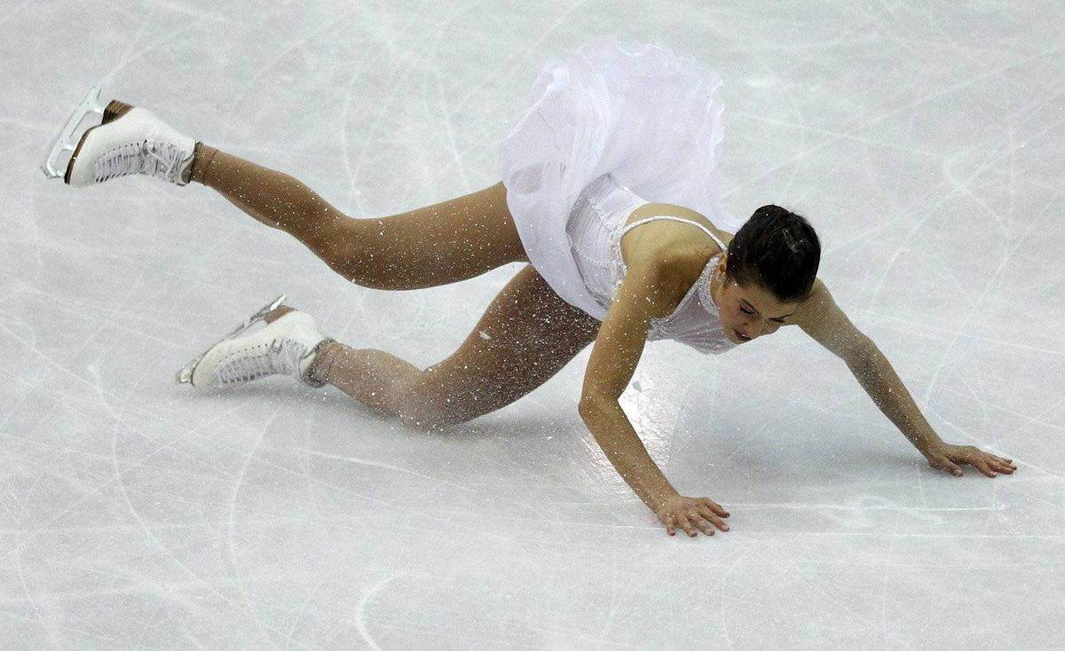 Alissa Czisny of the U.S. falls while performing during the women's free skating event at the ISU World Figure Skating Championships in Nice March 31, 2012.