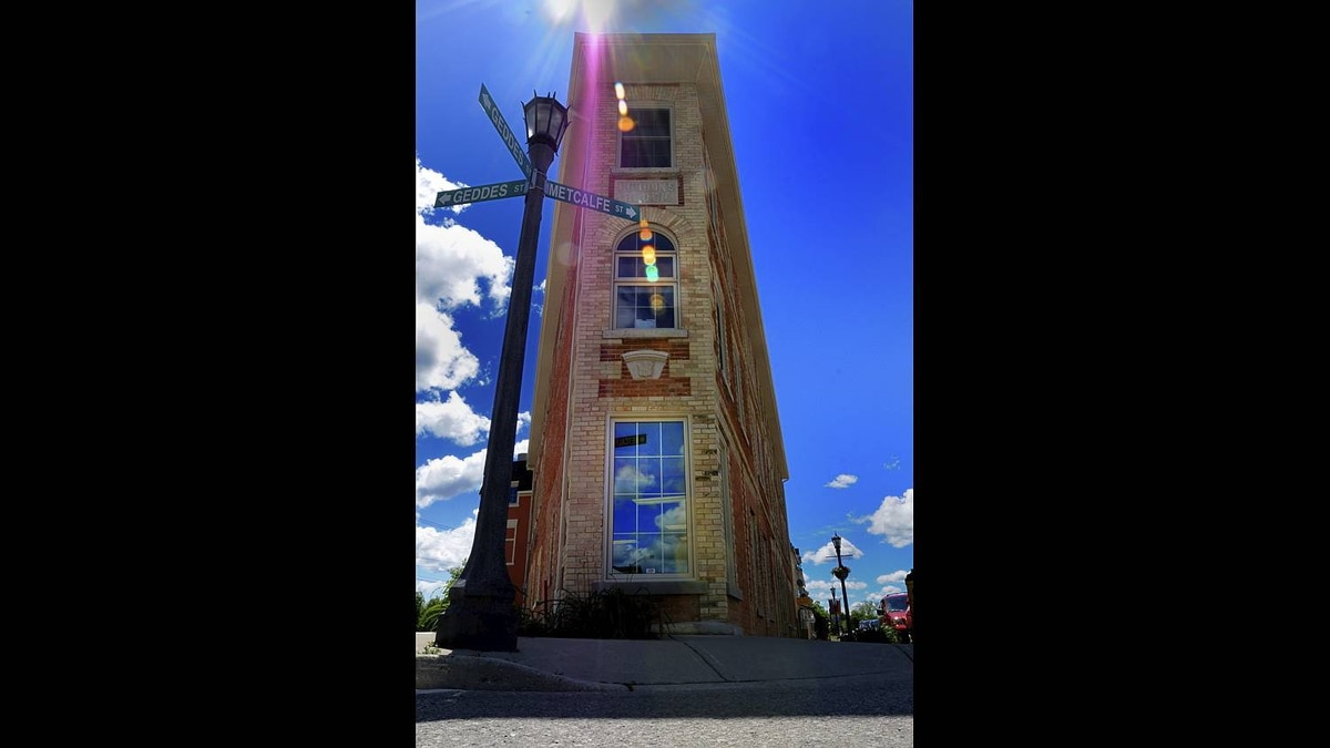 Tony R. Wagstaff photo: Elora, Ontario - A building with flare!