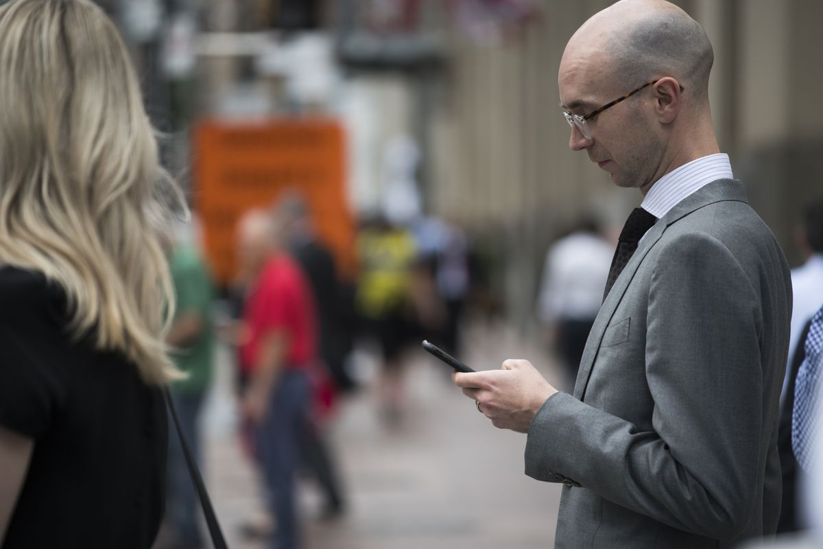 Managing your private funds on a smartphone? It's addictive