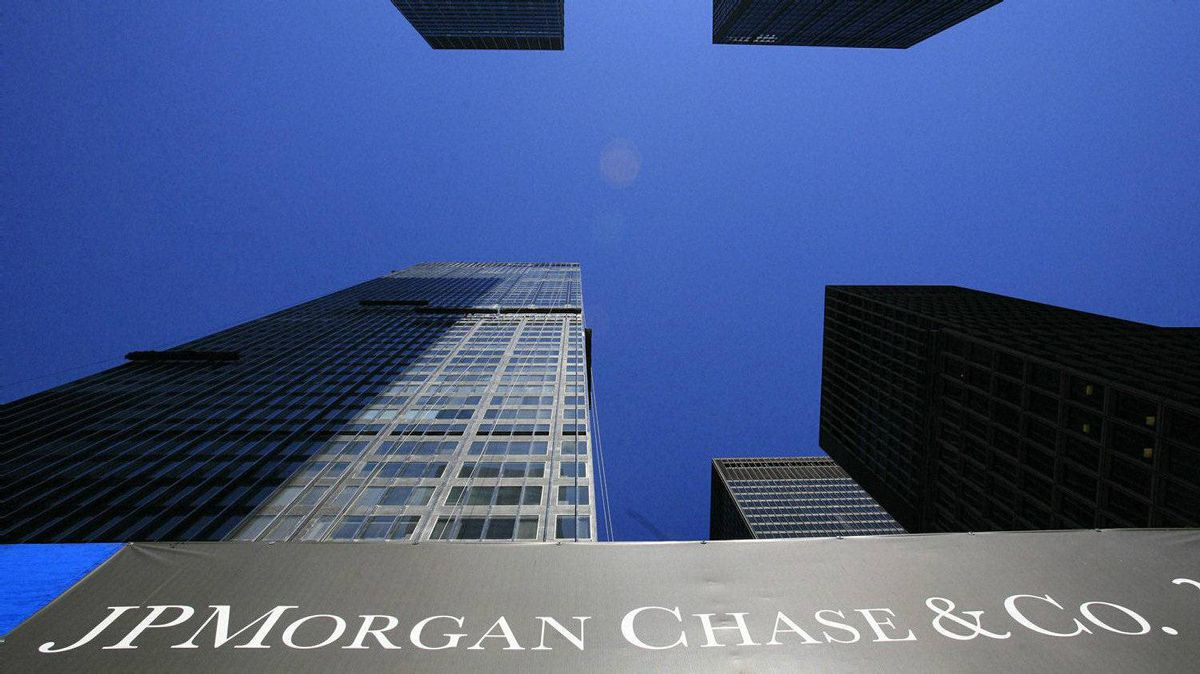 The headquarters for JPMorgan Chase & Co., left, is shown Thursday, April 16, 2009 in New York. JPMorgan Chase's first-quarter profit was not as good as last year's, but it told investors what they wanted to hear: Banking is not dead. (AP Photo/Mark Lennihan)
