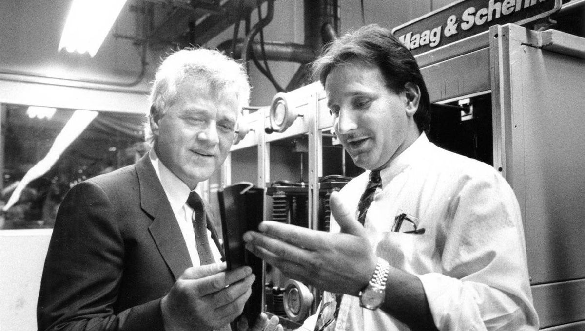 Magna Chairman, Frank Stronach, left, and Tadek Borys, General Manager of Magna's Co-Ex-Tec Trim Plant in Concord, Ont., examine a belt moulding produced at the plant, in June, 1991.