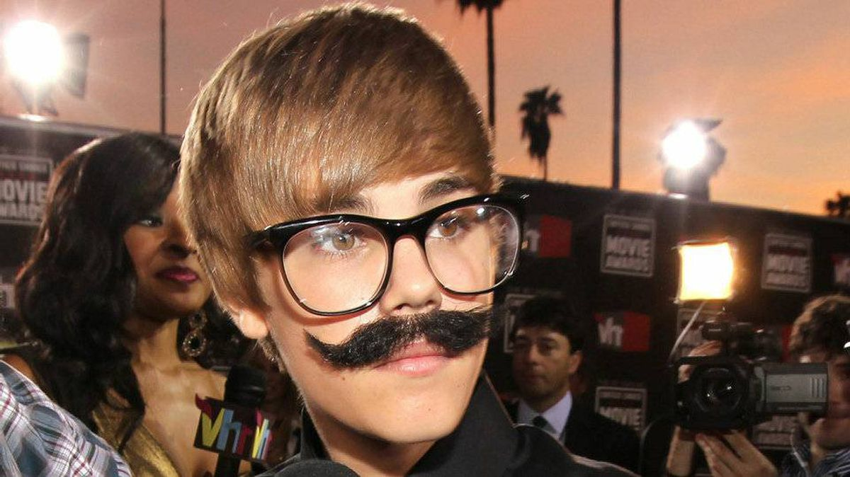 Singer Justin Bieber arrives at the 16th annual Critics' Choice Movie Awards at the Hollywood Palladium on January 14, 2011 in Los Angeles.