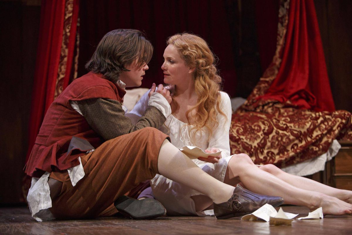 review shakespeare in love William shakespeare has hit a writer's block he can't even complete the first line  of a sonnet and as for his next play, the best title he can.