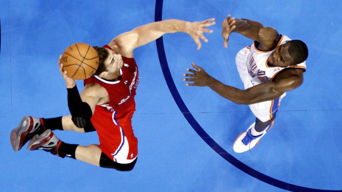 Los Angeles Clippers' Blake Griffin (L) dunks the ball over Oklahoma City Thunder's Serge Ibaka during their second half of their NBA basketball game in Oklahoma City, Oklahoma, April, 11, 2012.