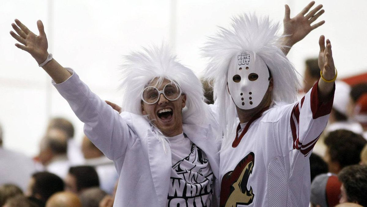 Phoenix Coyotes fans cheer against the Detroit Red Wings in the second period of Game 3 of their NHL Western Conference quarter-final hockey game in Glendale, Arizona, April 18, 2011. REUTERS/Rick Scuteri