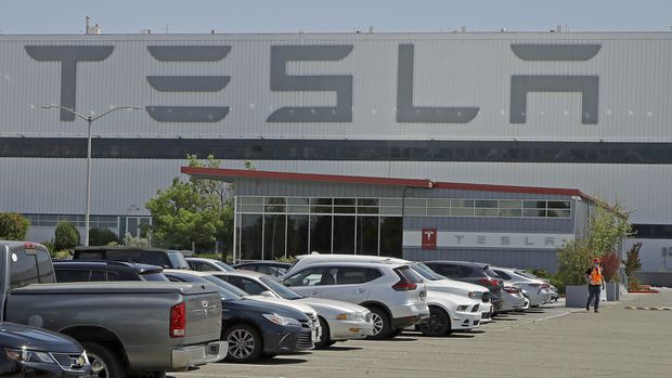 Tesla to move manufacturing plant out of California