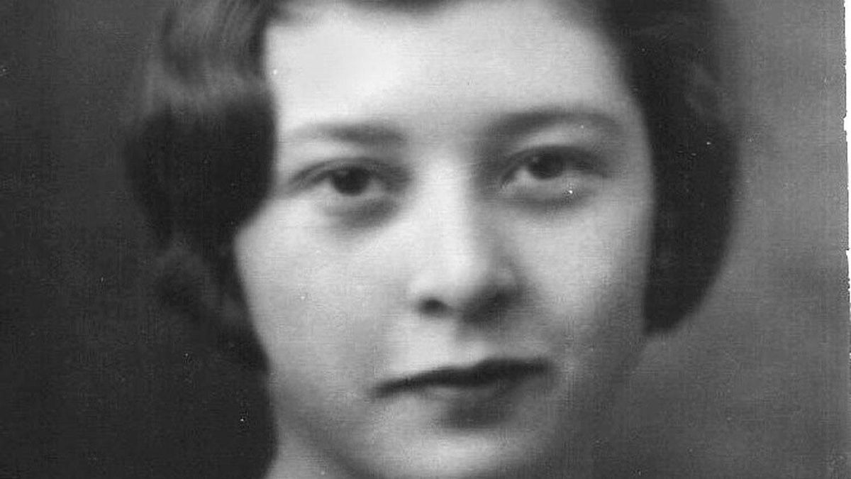 Alice Moulton. This is Alice's high school graduation photographÜit's the one that most people commented on at her 100th birthday party.