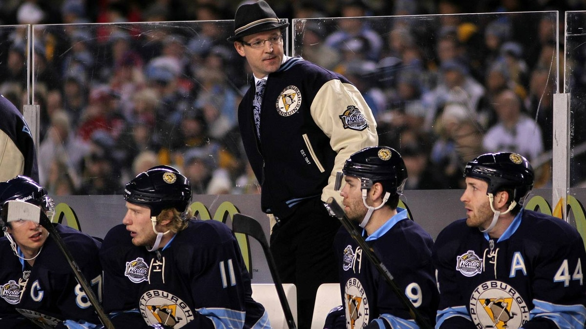 Head coach Dan Bylsma talks with players on the bench during the 2011 NHL Bridgestone Winter Classic against the Washington Capitals at Heinz Field on January 1, 2011 in Pittsburgh, Pennsylvania. (Photo by Jamie Squire/Getty Images)