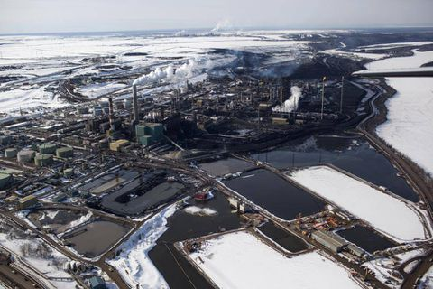 Suncor staffer dies at oil-sands project site