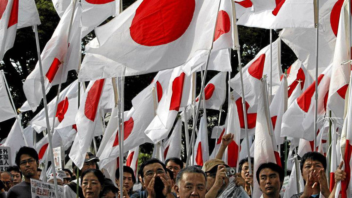 A sea of Japanese flags at a militant protest in Tokyo on Oct. 2