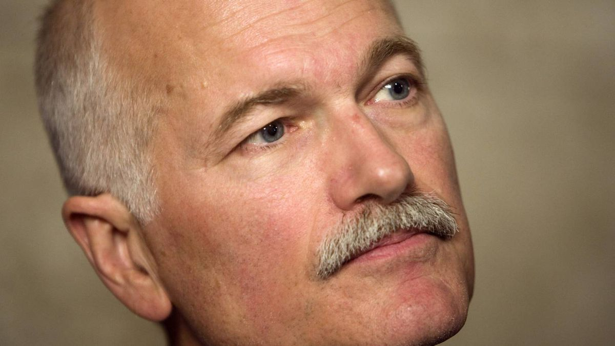 New Democratic Party leader Jack Layton comments of the goverment's budget on Parliament Hill in Ottawa January 27, 2009.