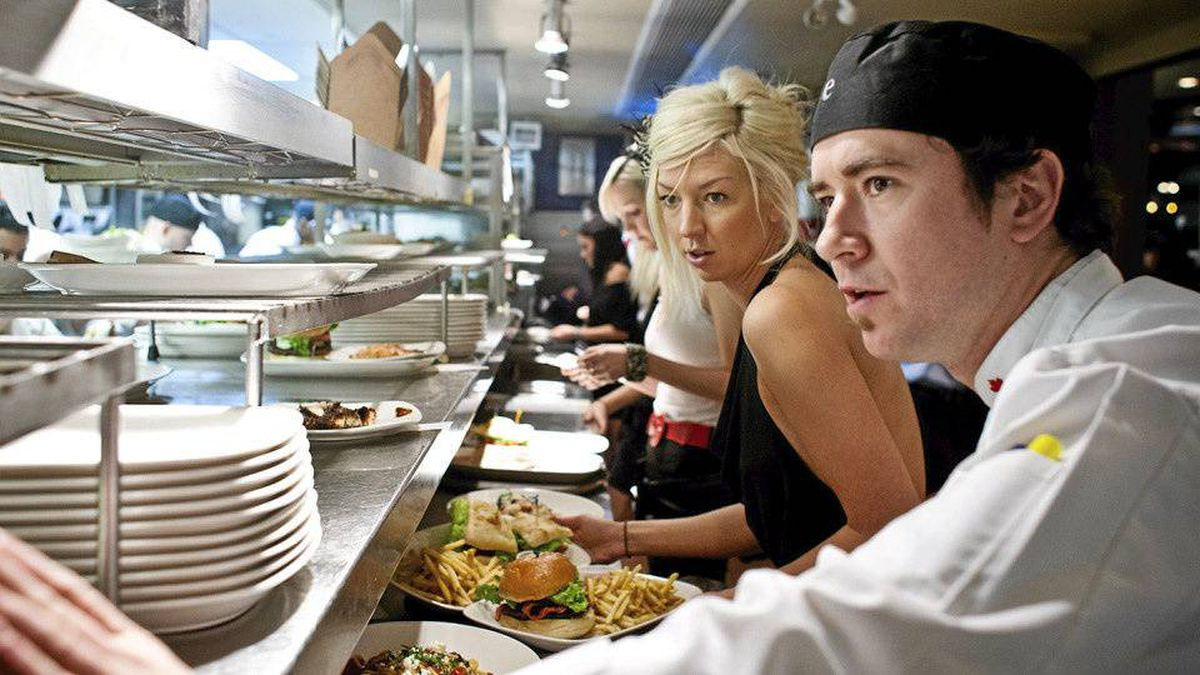 Kitchen staffers work at an Earls location in Calgary. Chris Bolin for the Globe and Mail
