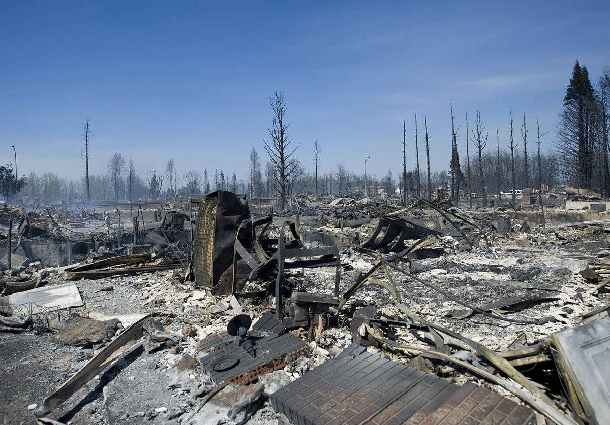 Hundreds of homes have been lost in a forest fire that swept through Slave Lake, Alberta.
