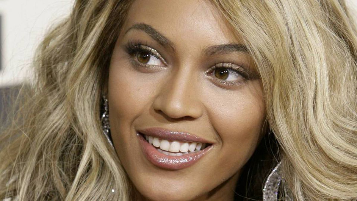 Beyonce arrives at the 50th Grammy Awards in Los Angeles