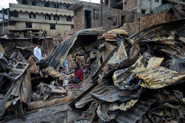 About 3,000 homeless as fire consumes Bangladesh slum