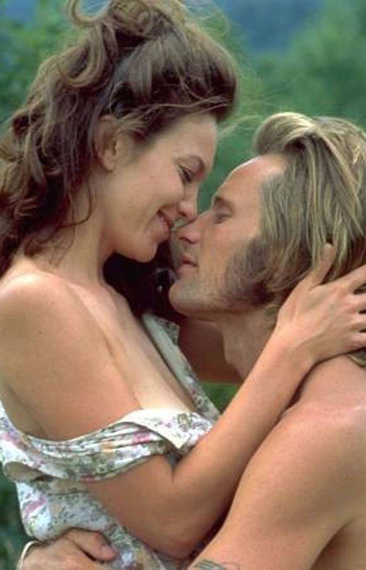 MOVIE A Walk on the Moon Vision, midnight ET; 9 p.m. PT Ranked No. 9 on Entertainment Weekly's list of the 50 Sexiest Movies of All Time, this 1999 drama is a heartfelt snapshot of recent history. Set in New York during the summer of 1969, the story stars Diane Lane as the bored housewife Pearl, whose husband Marty (Liev Schreiber) fixes TVs for a living. When Pearl takes the kids and her mom to upstate New York for the annual summer vacation, Marty has to stay in the city to repair more sets than usual, due to the impending Apollo 11 moon landing. Left to her own devices, Pearl falls for the charms of the handsome blouse salesman Walker (Viggo Mortensen), who convinces her to accompany him to the other big event of 1969: The Woodstock Festival. The time-capsule story is made even better through the use of great sixties pop music.