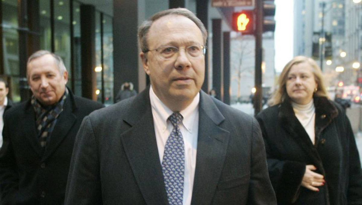 Former Hollinger International executive Mark Kipnis leaves the federal building in Chicago Dec. 10, 2007, after sentencing in his racketeering and fraud trial.