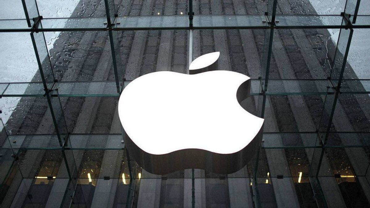 The Apple Inc. logo is seen in the lobby of New York City's flagship Apple store in this January 18, 2011 file photo. Apple Inc is expected to report another dazzling quarter on July 19, 2011, propelled by strong demand for its perennial bestseller iPhone and the new, thinner iPad 2 tablets.
