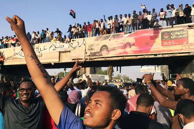 Sudanese army blocks attempt to disperse protesters