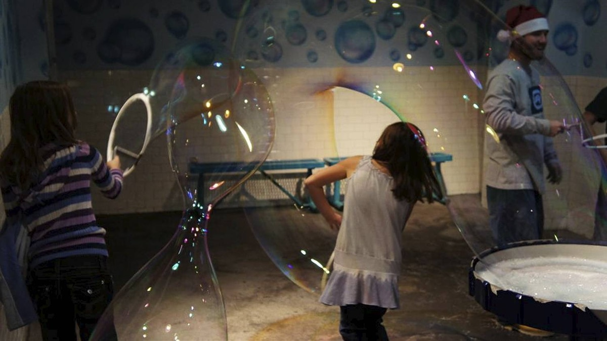 Mark Nesdoly photo: Bubbles - My two girls in the bubble room of the Orlando Wonderworks, Dec 19, 2010.