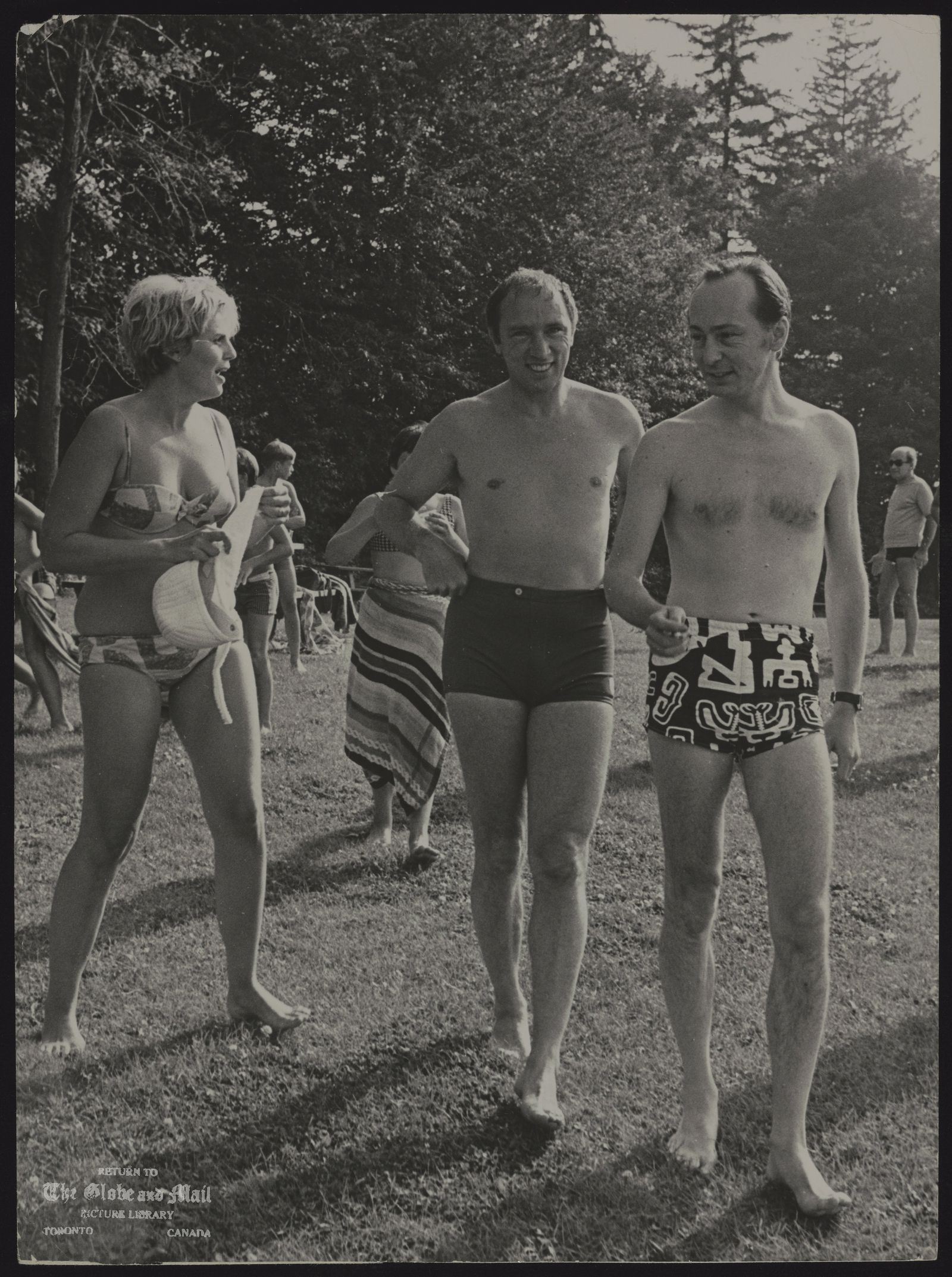 Pierre Elliott TRUDEAU Quebec. Politician (misc) Prime Minister Pierre Trudeau, centre, with Mr. and Mrs. James Domville after having swim in Stratford, Ontario.