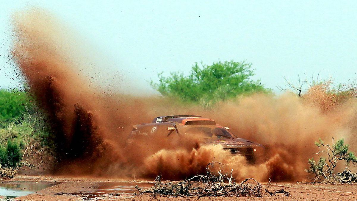 Nasser Al-Attiyah of Qatar drives his Volkswagen Touareg during the twelfth stage of the third South American edition of the Dakar Rally 2011, from San Juan to Cordoba on January 14, 2011.