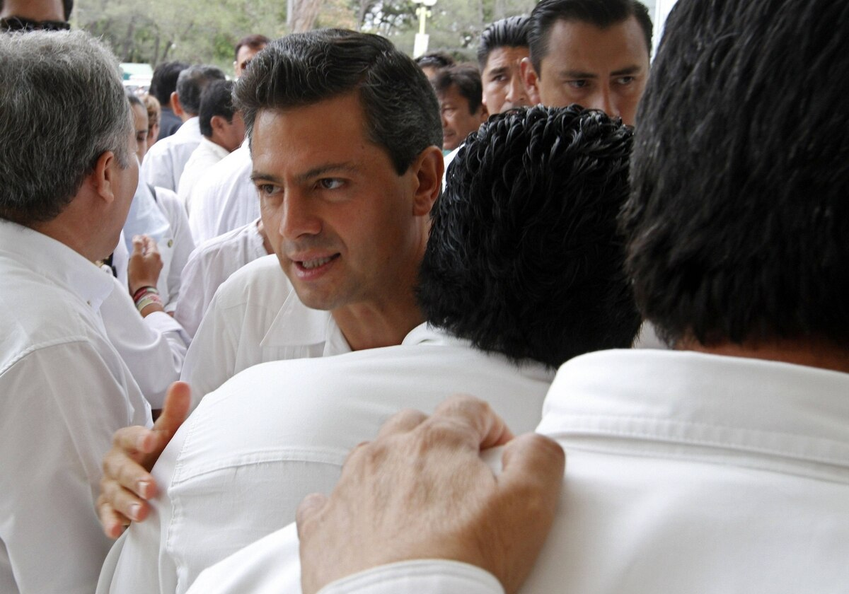 Enrique Pena Nieto, presidential candidate of Mexico's Institutional Revolutionary Party (PRI), walks through a throng of supporters while arriving at a campaign meeting with oil workers in Ciudad del Carmen, Campeche, Mexico on May 16, 2012.