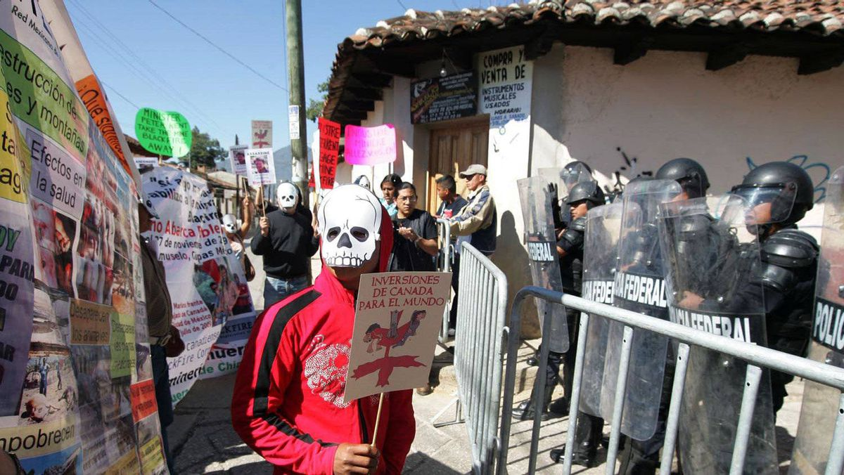 In December 2009, demonstrators in Chiapas protested against the killing of anti-mining activist Mariano Abarca Roblero, who demanded the closing of Blackfire's mine.
