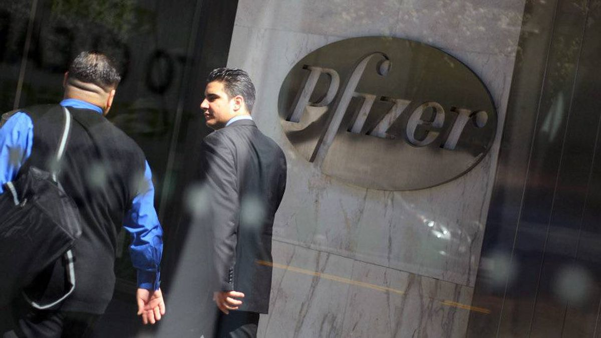 Pedestrians walk past the world headquarters of Pfizer Inc. on April 17, 2008 in New York.
