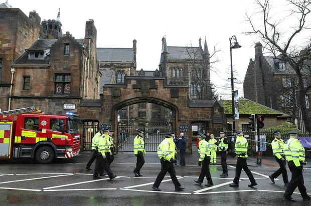 British police 'aware' of claim that Irish dissidents sent letter bombs class=