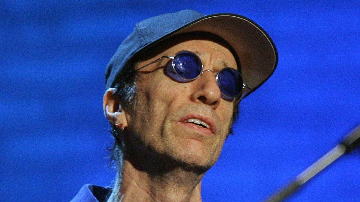 Robin Gibb, shown in 2006.