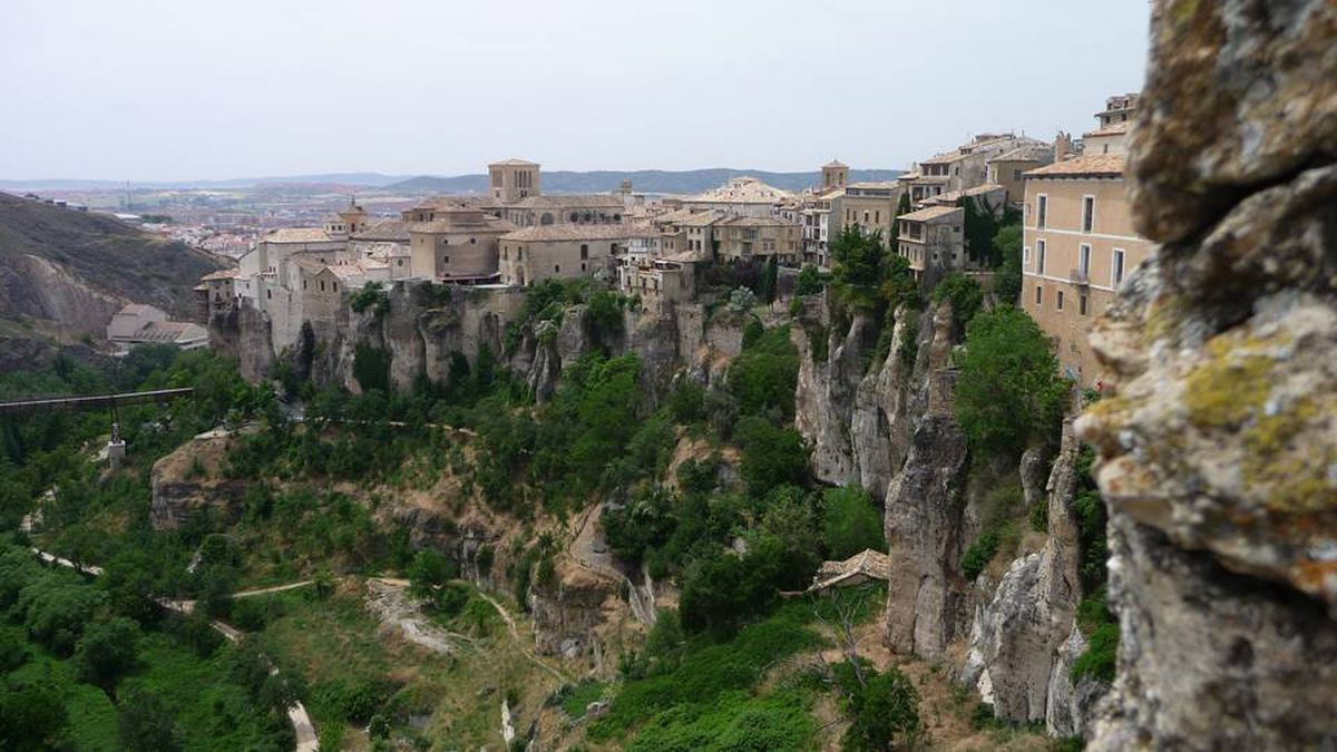 The hanging houses in Cuenca, one of Spain's most dazzling smaller cities, seem to grow from the cliff.
