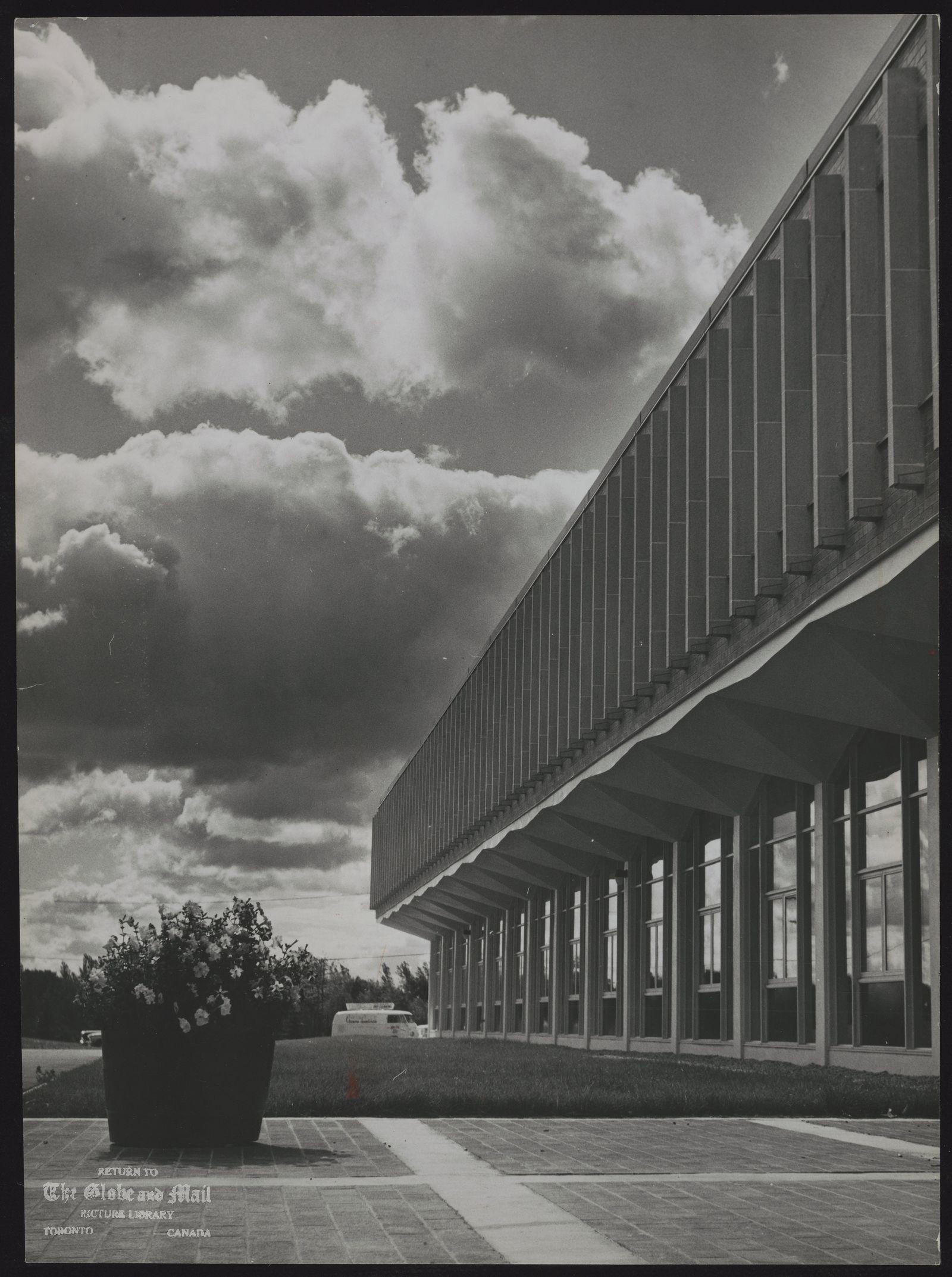 UNIVERSITY OF WATERLOO Front side of engineering building