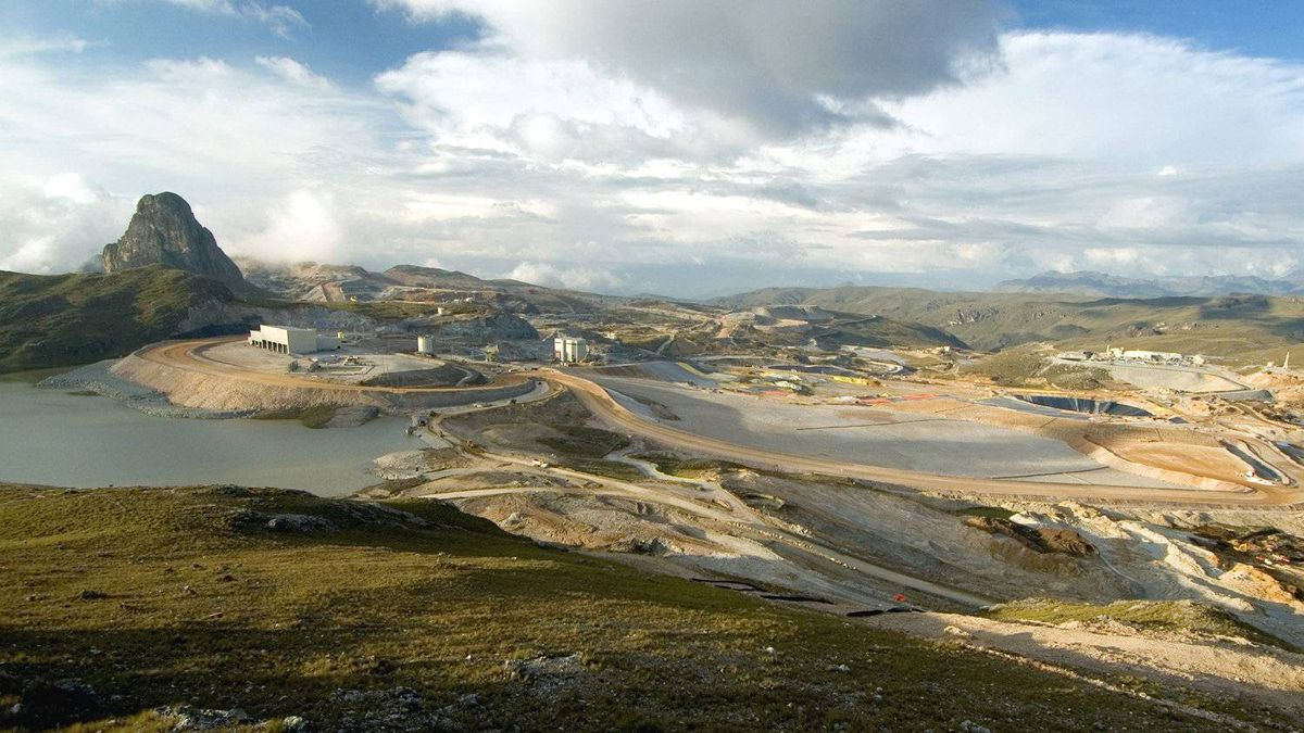 Barrick Gold's Lagunas Norte mine in Peru began production in mid-June, ahead of schedule and slightly under budget. The mine is expected to produce 800,000 ounces of gold annually.