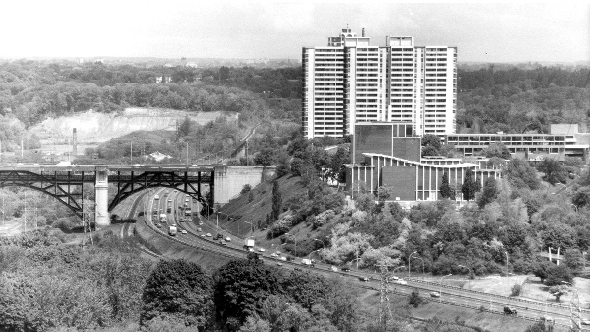 View of traffic flowing on the Don Valley Parkway and under the Prince Edward Viaduct (centre) on June 3, 1988.