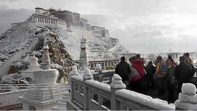 A spring snow at the Potala Palace in Lhasa, in west China's Tibet region.