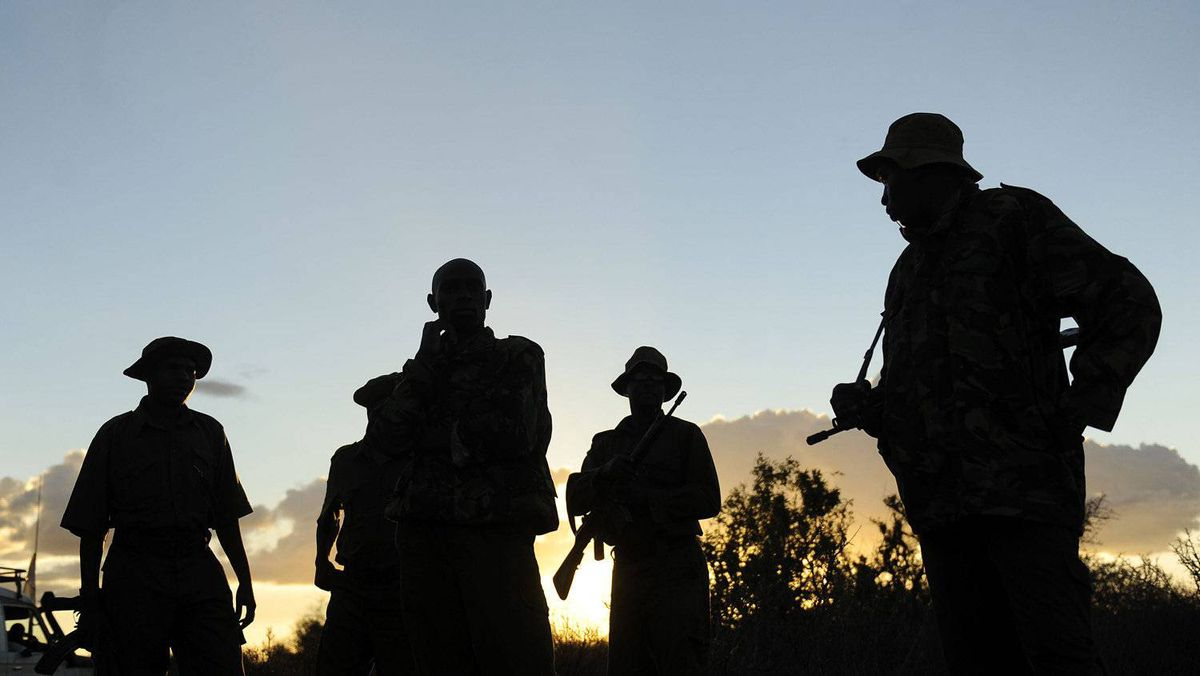 Kenyan security forces search on October 15, 2011 near Liboi, Kenya's border town with Somalia, where it is believed two Spanish aid workers kidnapped on October 14 from Kenya's Dadaab refugee camp.