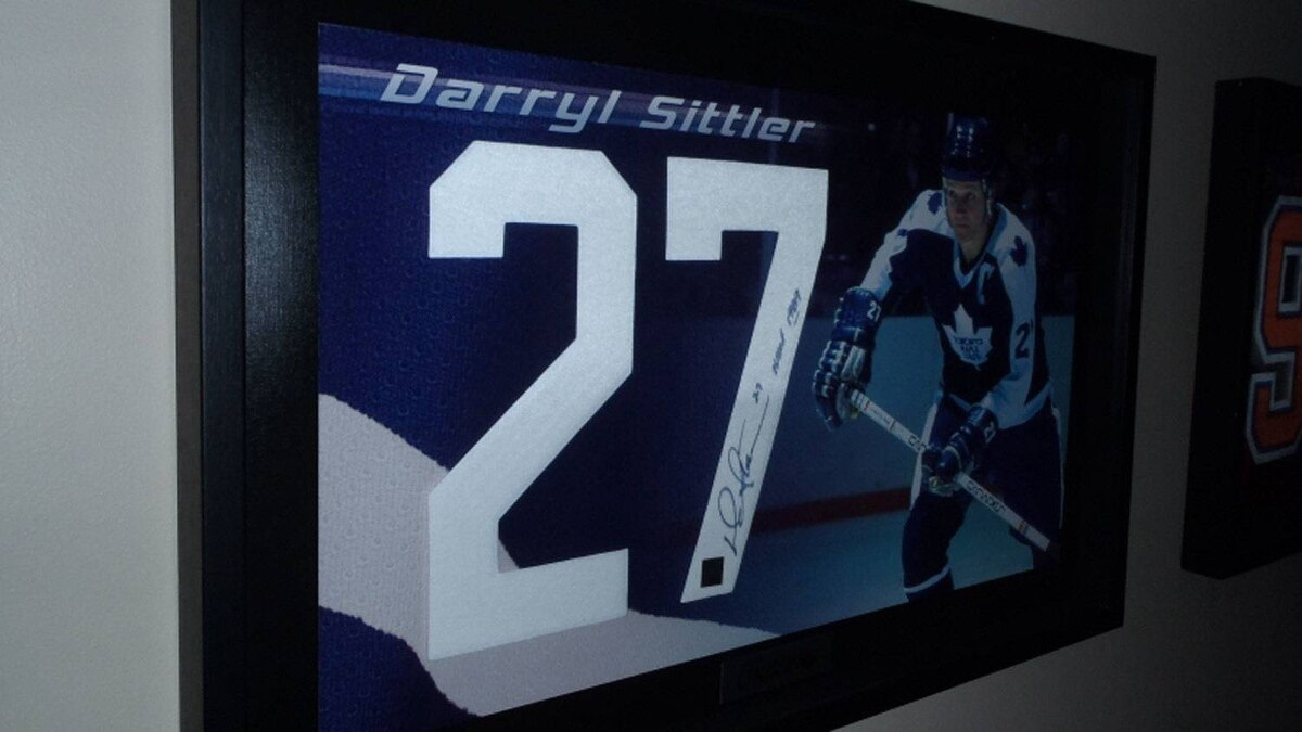 A shadow box autographed photo of No. 27, former Toronto Maple Leafs, Philadelphia Flyers and Detroit Red Wings player Darryl Sittler.