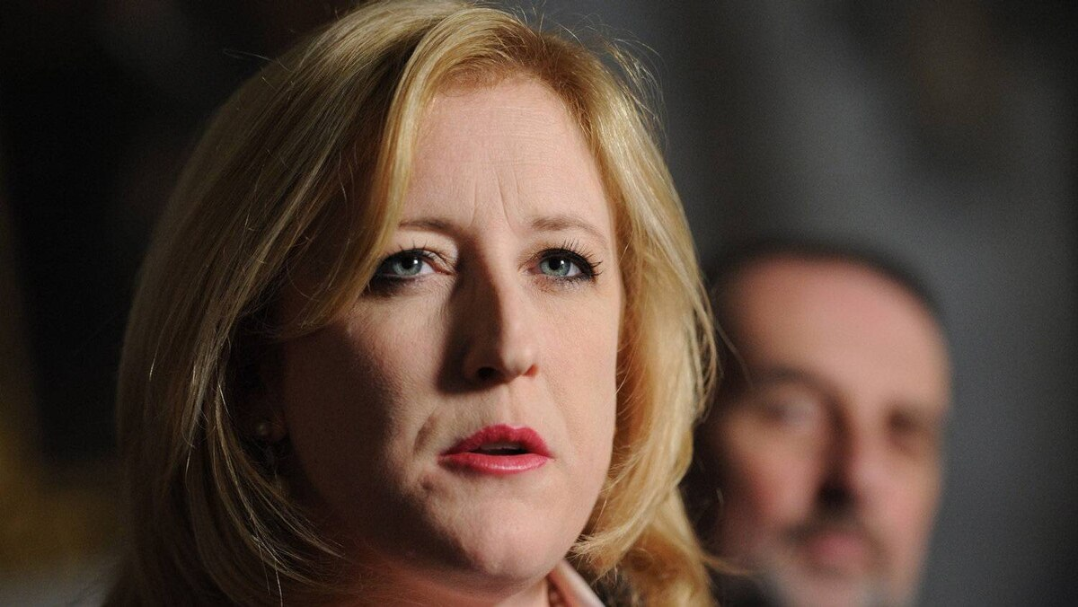 Federal Minister of Labour Lisa Raitt has met with CP Rail union leaders as the deadline nears for a strike.