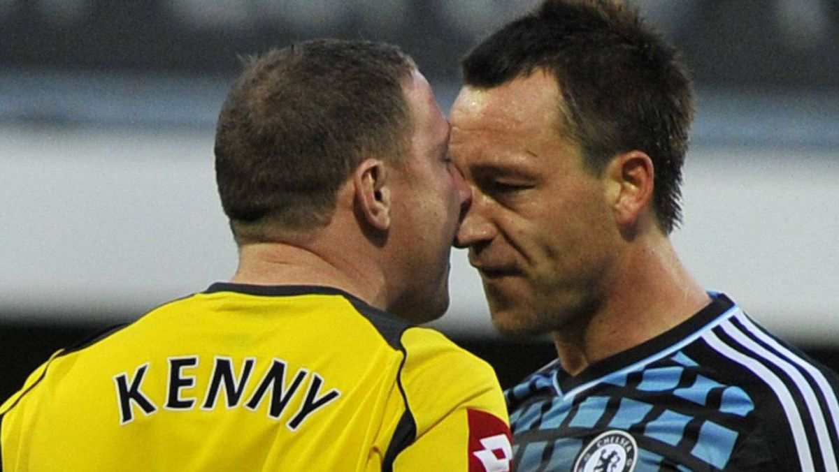 Queen's Park Rangers's goalkeeper Paddy Kenny (L) and Chelsea's John Terry confront each other during their English Premier League soccer match at Loftus Road in London October 23, 2011. REUTERS/Toby Melville