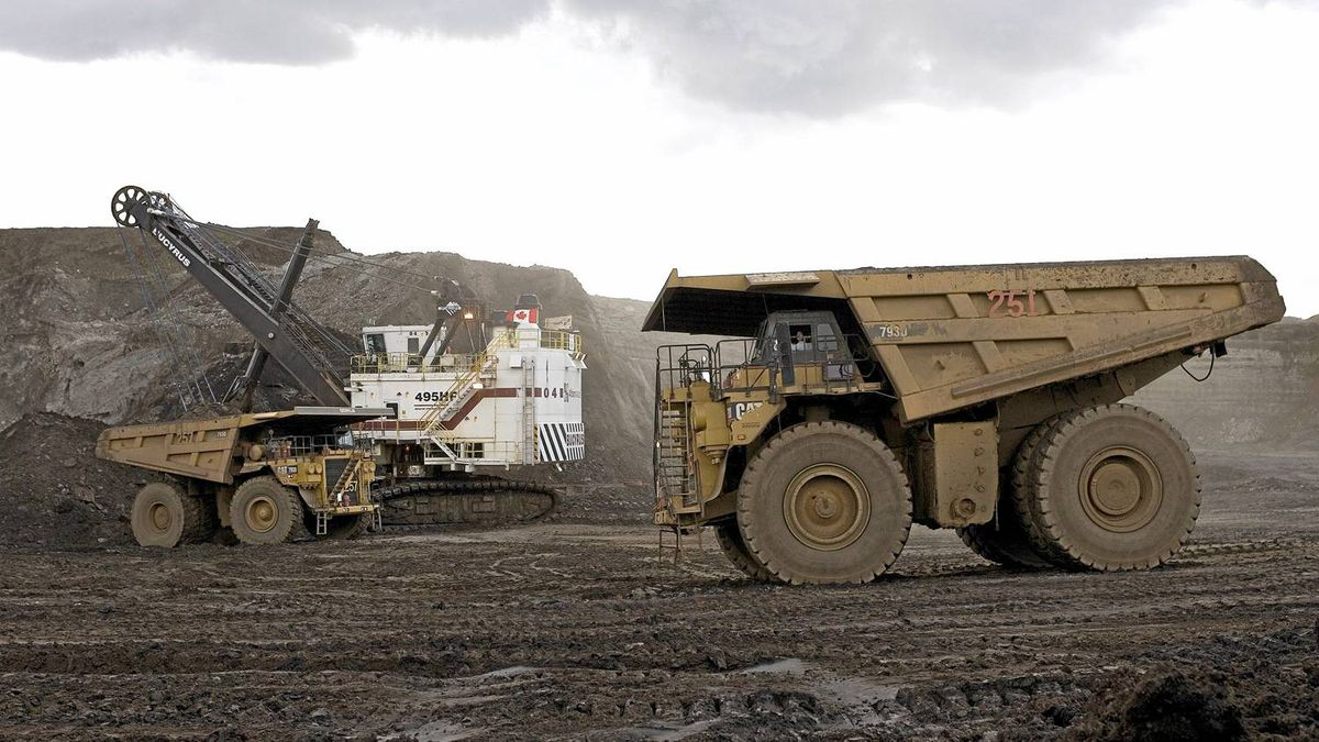 Oil Sands mining operation at Albian Sands' Muskeg River Mine