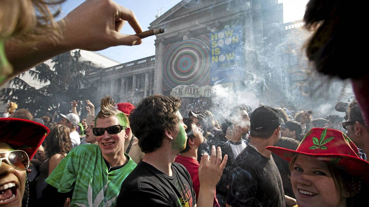 Weed smokers celebrate 4:20 outside the Vancouver Art Gallery in Vancouver April 20, 2009. 4:20 is the day and time users of cannabis celebrate the consumption of pot.